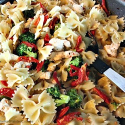 Bow-Tie Pasta With Chicken, Broccoli and Sun-dried Tomatoes