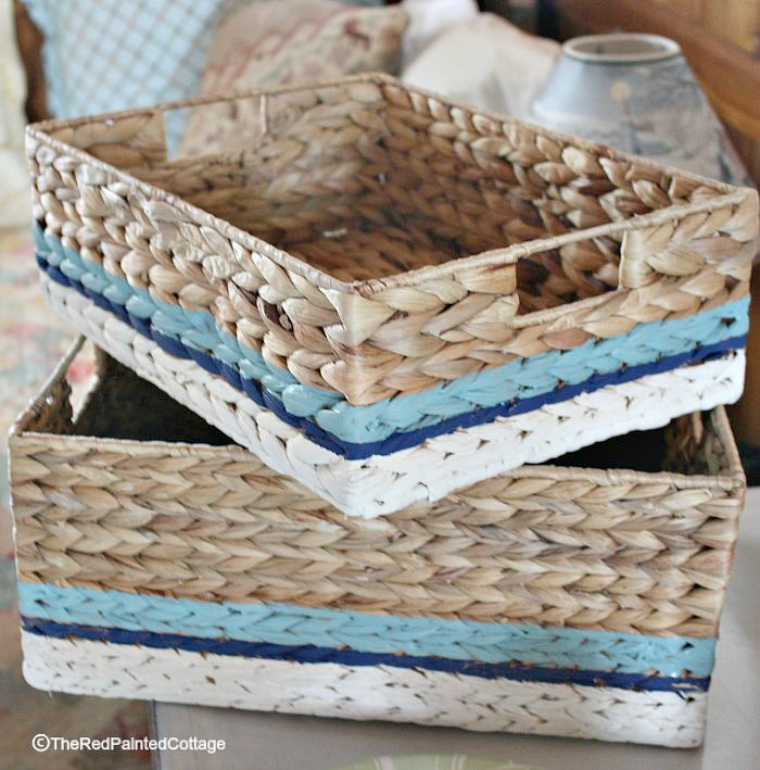 Finished basket with three colors of stripes