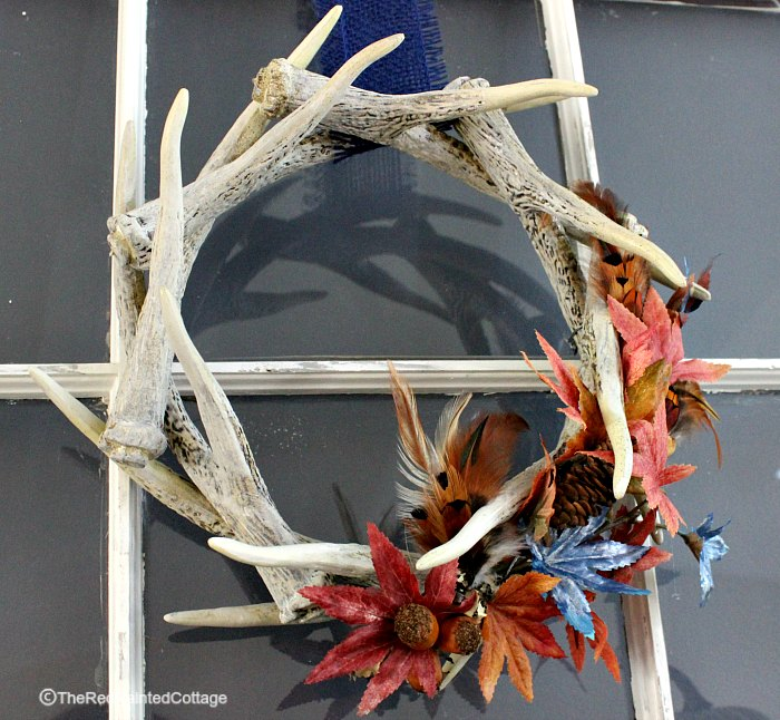 Tutorial on how to make a seasonal decoration for an antler wreath. This can be removed easily and used again another time. The Red Painted Cottage