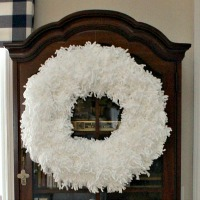 DIY Pom Pom Wreath
